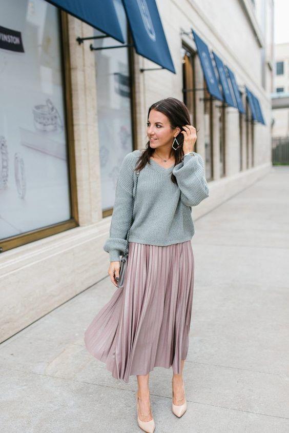 chân váy midi và áo sweatshirt