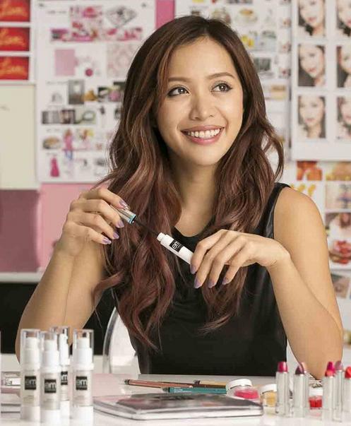 phù thủy makeup Michelle Phan ra đòi brand Em Cosmetics