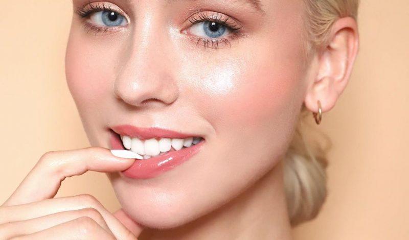 """Phải làm sao khi gương mặt """"kém xinh"""" vì chân răng bị ố vàng?"""