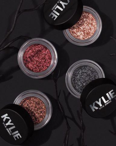 The Shimmer Eye Glazes chính là những gì mà team Kylie Cosmetics dành tặng cho bạn trong những ngày cuối năm 2019 đấy!