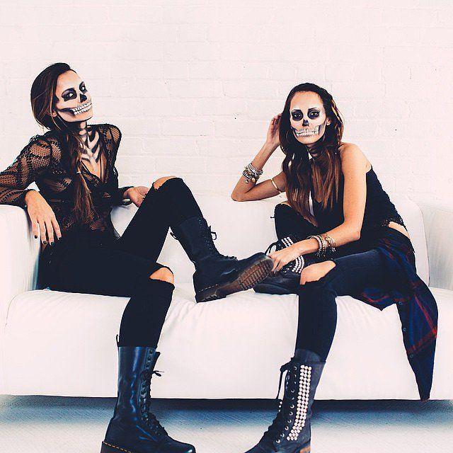 phối quần áo Halloween màu đen