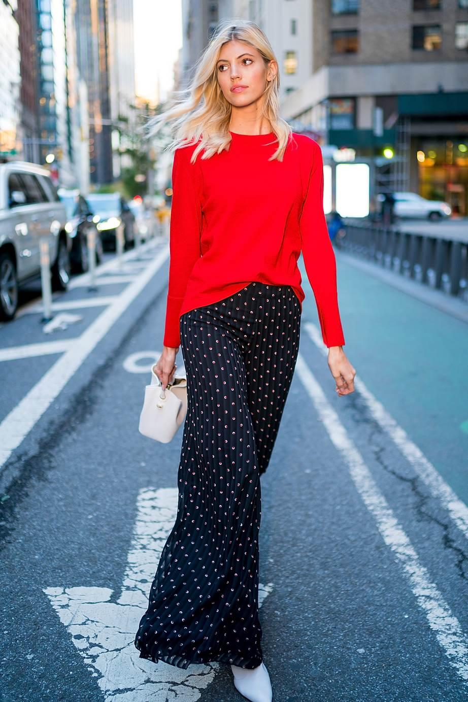 Image result for trang phục màu đỏ