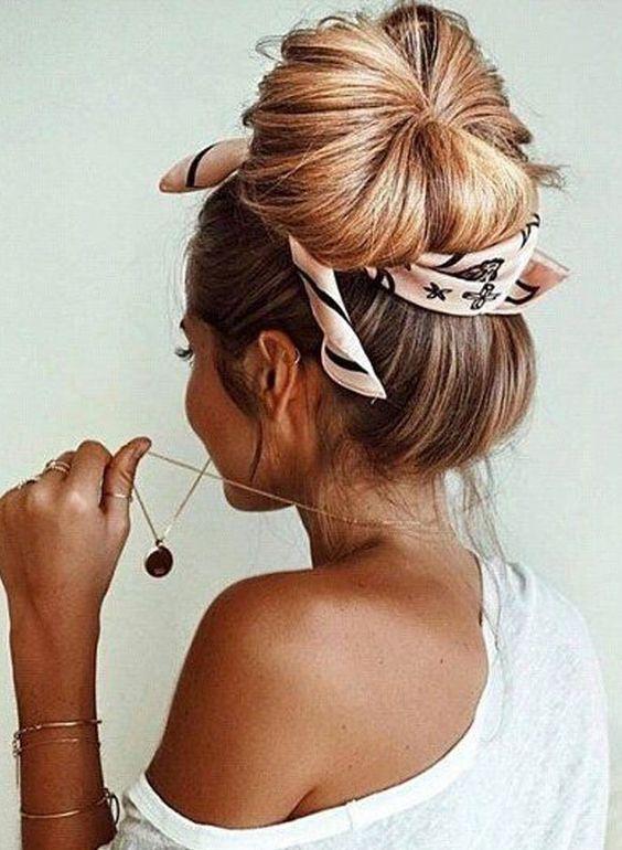 Maneiras de usar lenço no cabelo: inspirações de lenços, bandanas e scrunchies em penteados