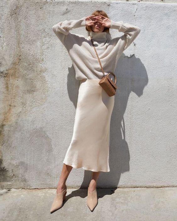 Chân Váy Dáng Dài với áo cổ lọ tay dài