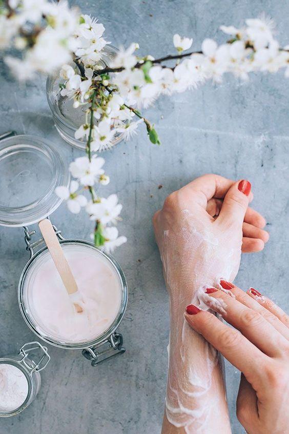 dưỡng ẩm da tay