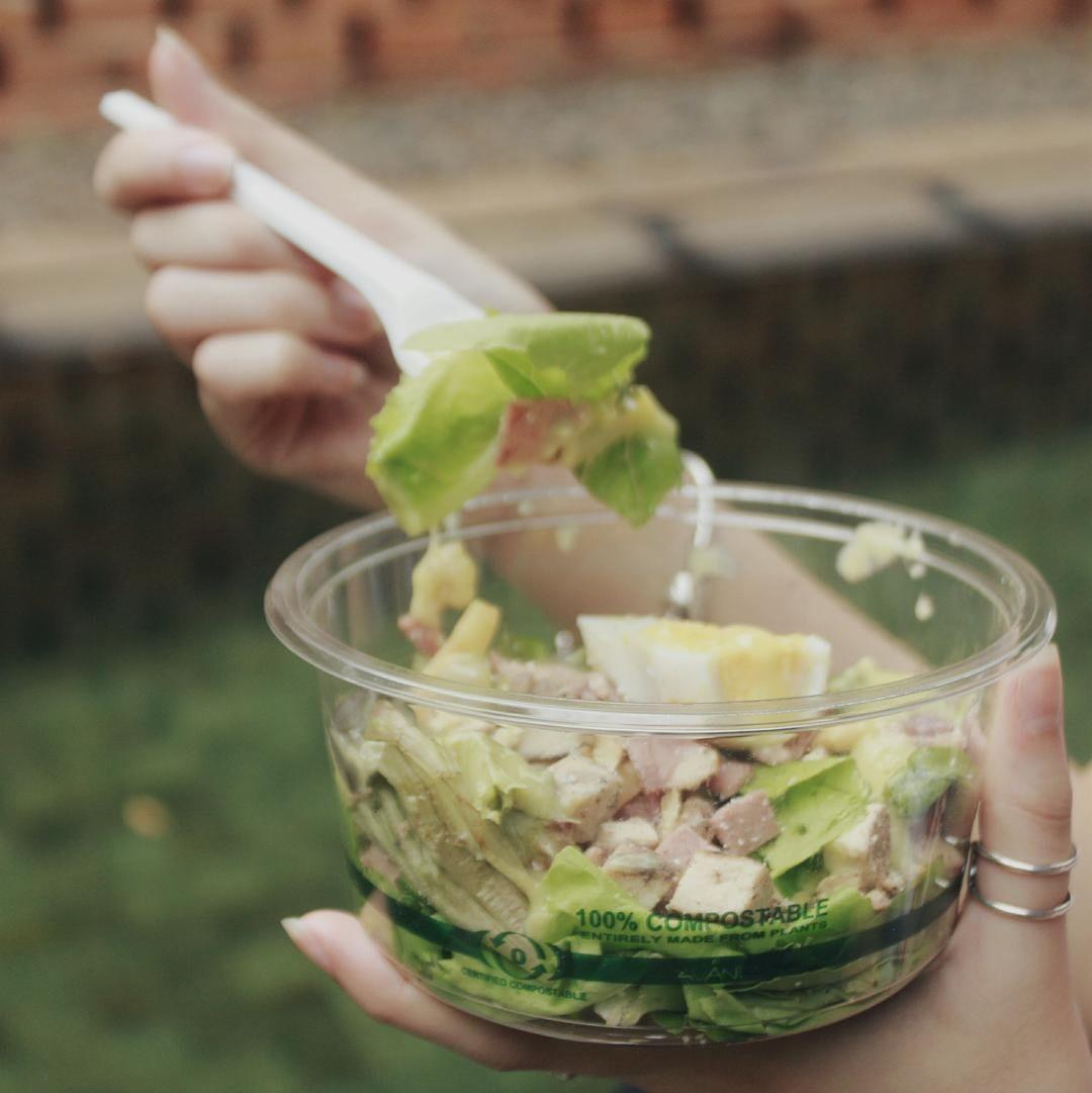 du lịch xanh - mang hộp đựng thực phẩm sử dụng nhiều lần