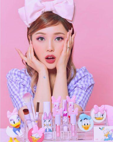 Bộ mỹ phẩm kết hợp giữa Etude House và Disney Daisy Duck