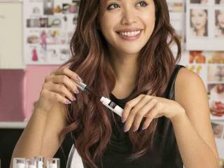 """Sự """"trỗi dậy"""" của Michelle Phan cùng Em Cosmetics"""