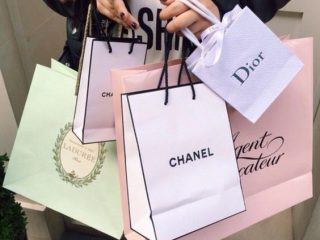 Góc sự thật phũ phàng: Retail Therapy là gì? Thực ra phương pháp này có hại hơn là có lợi