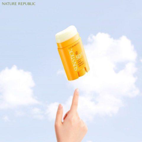 Tặng bạn 4 dòng kem chống nắng cho da mụn SPF trên 50 giúp bạn dưỡng da cực xịn