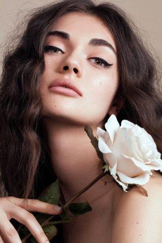 Nàng đã biết dùng nước hoa hồng cho mái tóc mượt mà chắc khỏe?