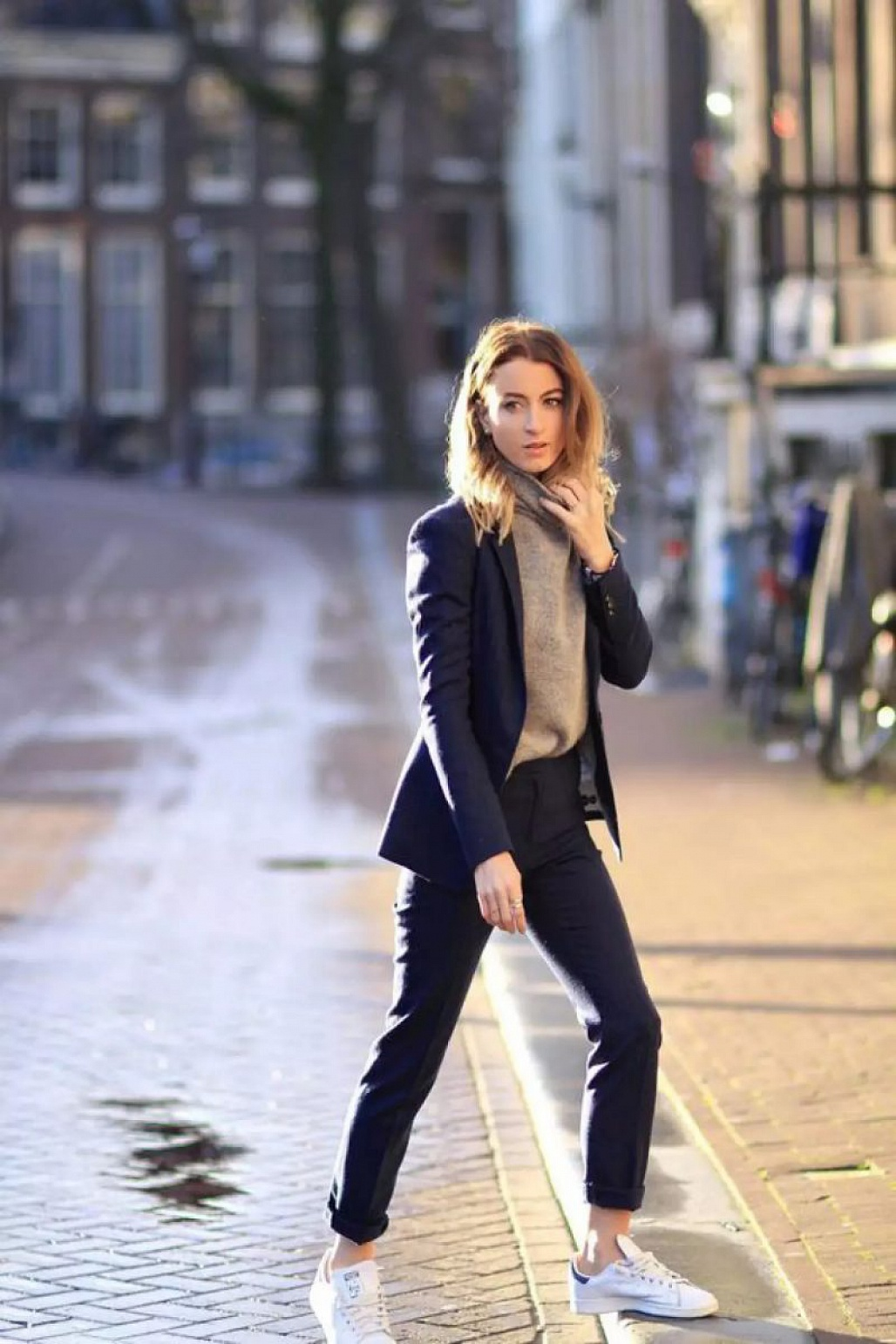 Image result for Giày sneaker nữ suit