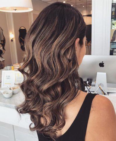 Làm phồng tóc bằng lô uốn chính là mẹo hay trong ngày vừa tiết kiệm thời gian vừa tiết kiệm tiền bạc