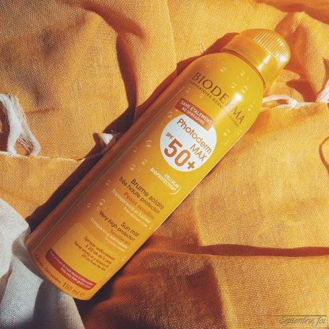 Xịt chống nắng body Bioderma PhotoDerm Max Brume Solaire SPF 50 lành tính cho mọi loại da