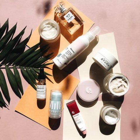 Sản phẩm dưỡng da thiên nhiên hay tổng hợp thì tốt hơn bạn nhỉ?