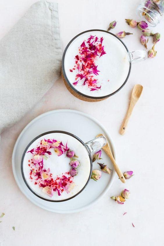 cánh hoa hồng và sữa