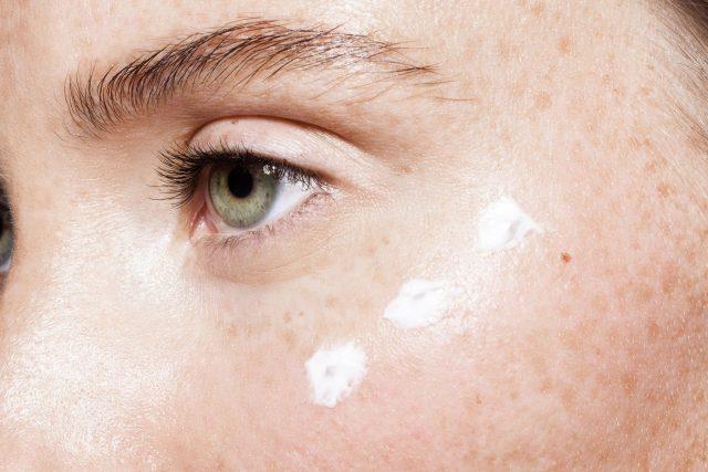 Bạn có đang dùng đúng kem dưỡng cho đôi mắt của mình?
