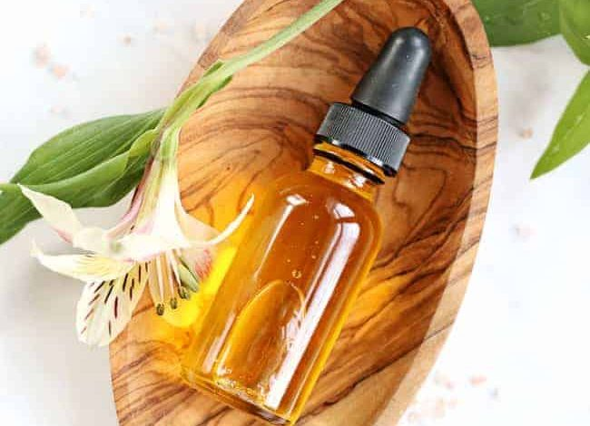 Dưỡng tóc bằng serum dầu hương thảo sẽ giúp tóc khỏe hơn đấy nhé!