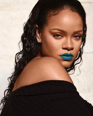 Ý tưởng siêu-hay-ho để đưa Classic Blue vào makeup look của bạn năm 2020 này