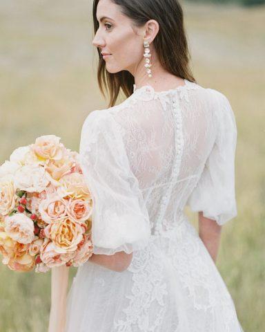 Jumpsuit và blazer thay váy cưới? năm 2020 rồi mà, sợ gì không thử?