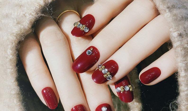 Diện 9 bộ nail xinh này ngày Tết thì vẻ ngoài chỉ có lung linh hơn mà thôi!