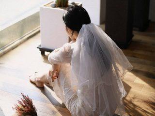 """Tóc đơn giản nhưng suôn mượt chính là trend cho hội nàng dâu chuẩn bị lên """"xe bông"""" đấy nhé!"""