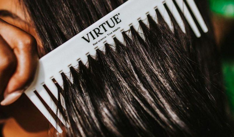 Dầu xả nào tốt nhất cho mái tóc xoăn tít của bạn đây?
