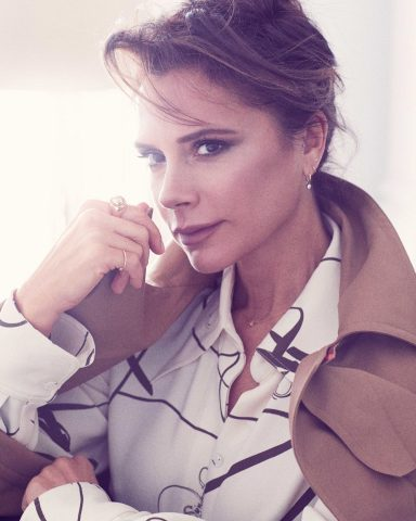 Trong túi xách của cô nàng Victoria Beckham có gì?