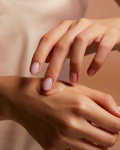 Vì sao tẩy tế bào chết lại ảnh hưởng đến làn da đang lão hóa của bạn nhiều đến thế?