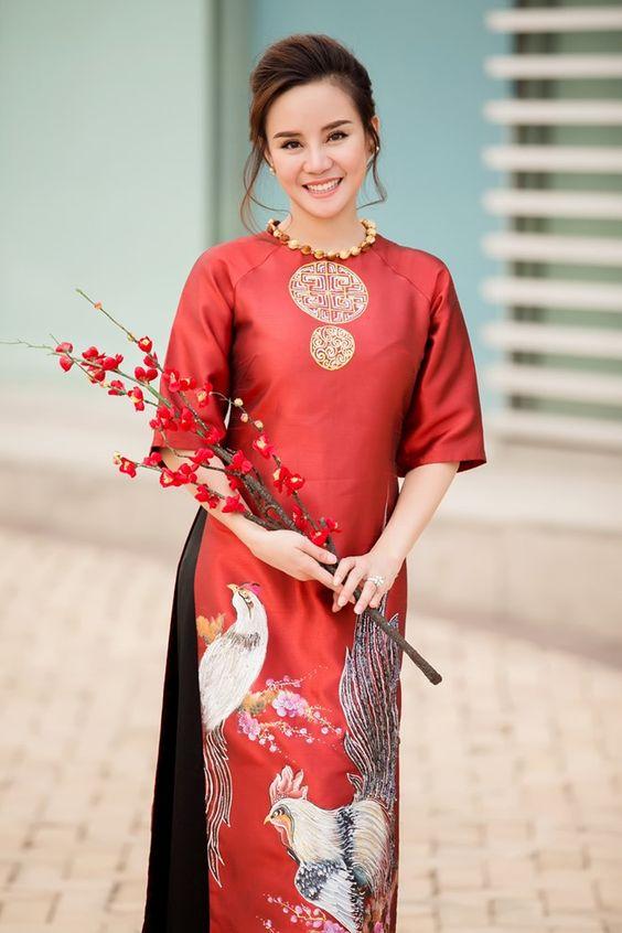 Tuyệt chiêu diện áo dài cho Tết Việt đúng chuẩn