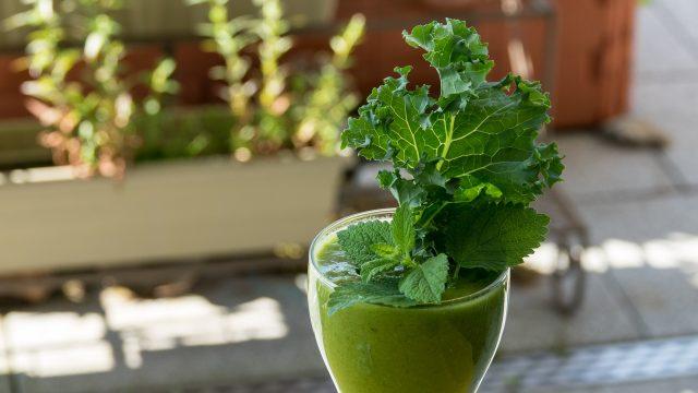 Chọn nước ép cải xoăn (kale) để dáng đẹp da mịn đón Tết nàng nhé!