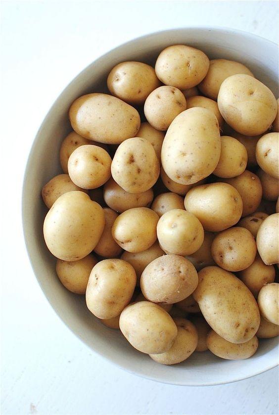 Bạn có thể sử dụng khoai tây như một Cách Trị Mụn Tại Nhà