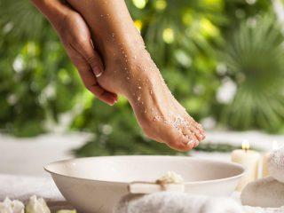6 cách trị gót chân nứt nẻ & cách chà gót chân không thể đơn giản hơn!