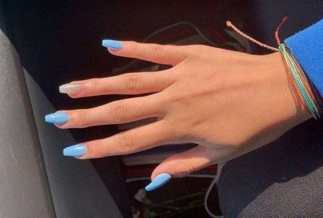 Nail màu xanh biển có làm bạn xao xuyến?
