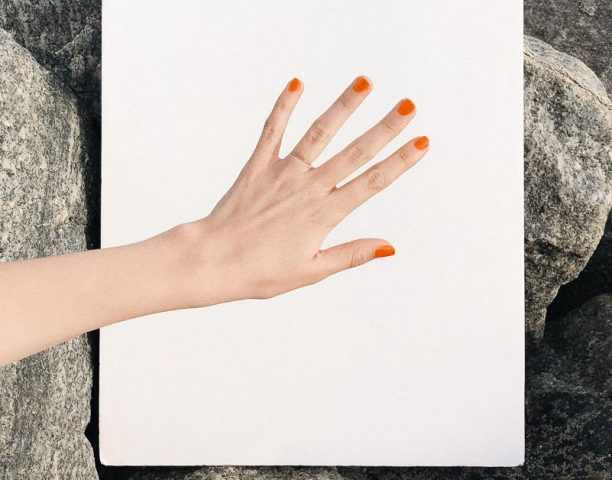 Hè chưa đến nhưng hội đẹp chúng tôi vẫn thích sơn móng tay màu neon thì có làm sao?