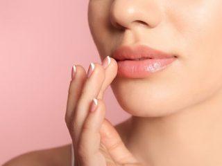 Đổi nhiều son dưỡng nhưng đôi môi vẫn nứt nẻ là vì 5 lý do này đó nàng ơi!