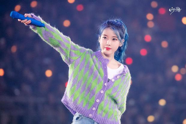 """Ngạc nhiên chưa, các Idol Hàn đã """"rủ"""" nhau nhuộm tóc xanh classic trước cả Pantone công bố màu chính thức"""