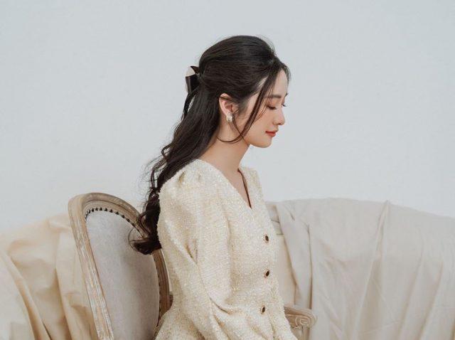 Trung thành với màu tóc đen, cô nàng Jun Vũ có lúc dịu dàng lúc lại quyến rũ khó rời mắt