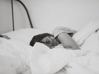 Tập thể dục sương sương trước khi đi ngủ và lợi ích ai cũng bất ngờ