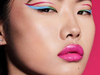Neon Eyeliner chính là tất cả những gì bạn cần cho các buổi tiệc đón năm mới đấy nhé!
