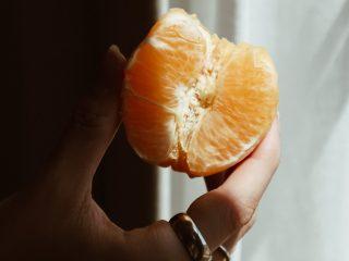 """Công dụng dưỡng da thần sầu từ vitamin C đến thâm nám cũng phải """"chào thua"""""""