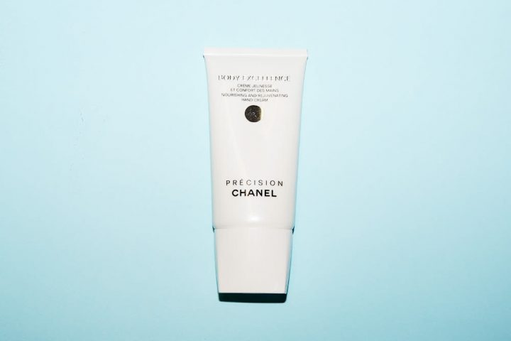 Chanel Precision Body Excellence Nourishing and Rejuvenating Hand Cream