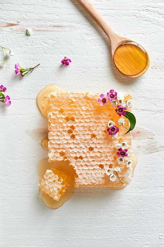 chăm sóc da tay chân với mật ong