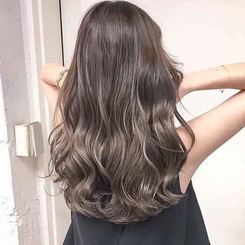 tóc uốn đuôi lượn sóng