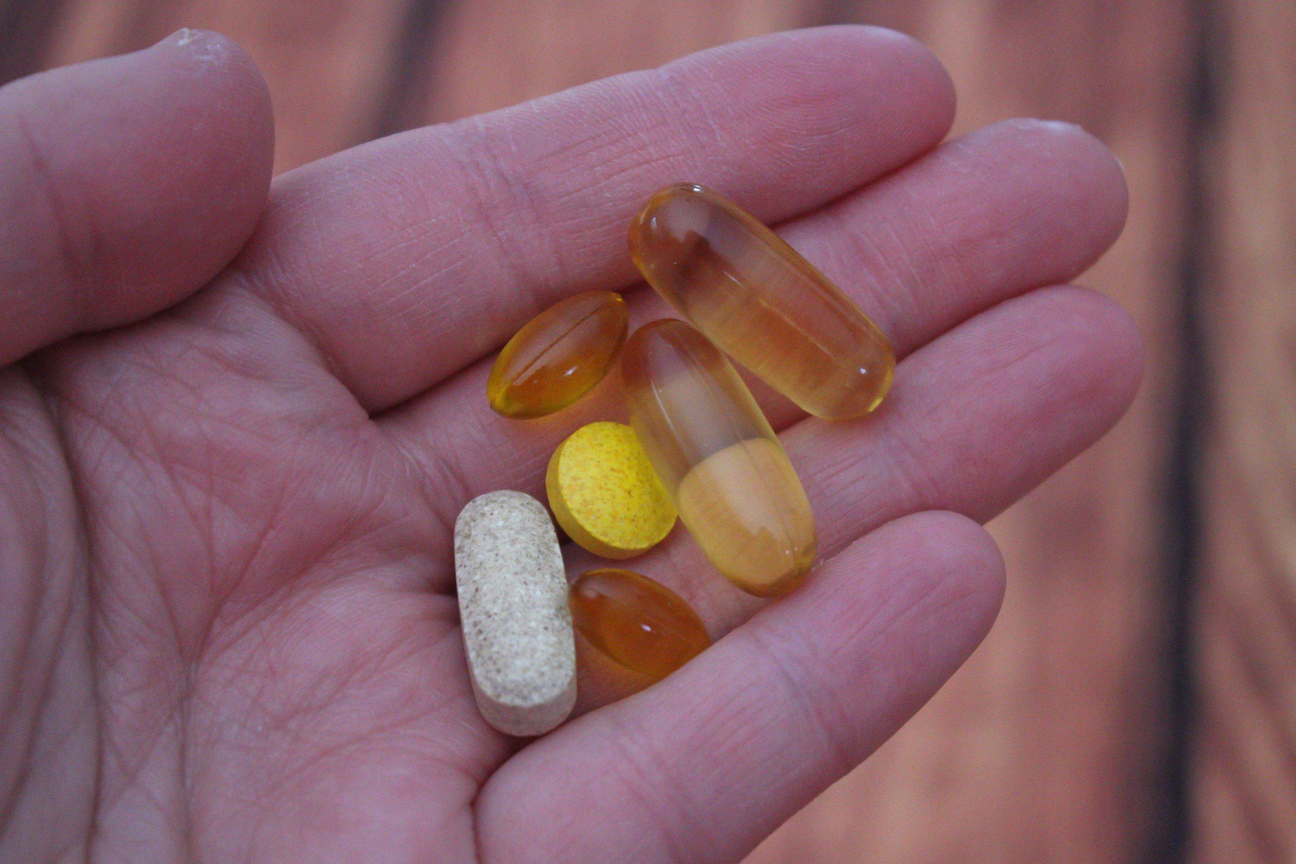 Kết hợp dưỡng da giữa viên Vitamin E và C