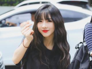 Chỉ với 4 cách nhanh gọn cho bạn kiểu tóc mái thưa xinh chuẩn gái Hàn