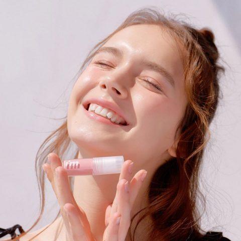 Làm đẹp mùa dịch: Không còn sợ son môi dây ra khẩu trang với 4 thỏi son xịn mịn và nhẹ môi này!