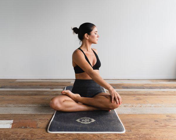 """Ai muốn """"bái bai"""" nọng cằm thì cứ nhờ đến yoga!"""