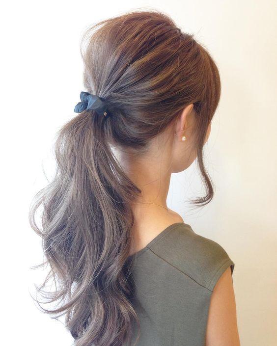 Tránh búi hoặc buộc tóc quá chặt khiến tóc rụng nhiều hơn