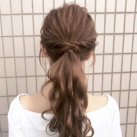 Tóc dài xoăn đuôi sóng nước buộc thấp